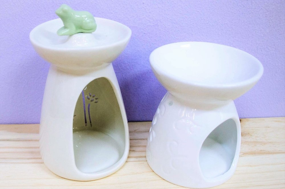 Ceramic Oil Burners - R 105 to R 120 - Frog design and plain white with cut out as pictured.