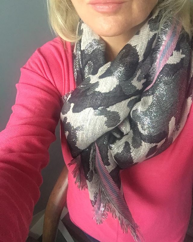 Sparkly scarf and pink jumper to cheer me up on a dull day here in London 🌧 #Autumn #rainydays #rainwear #personalstyling #colouranalysis #styleoverfifty #hotpink #colourpsychology