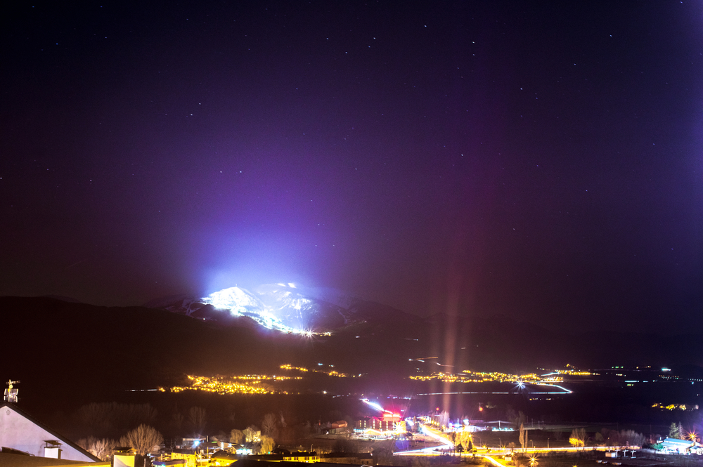 The night niew of the ski resort