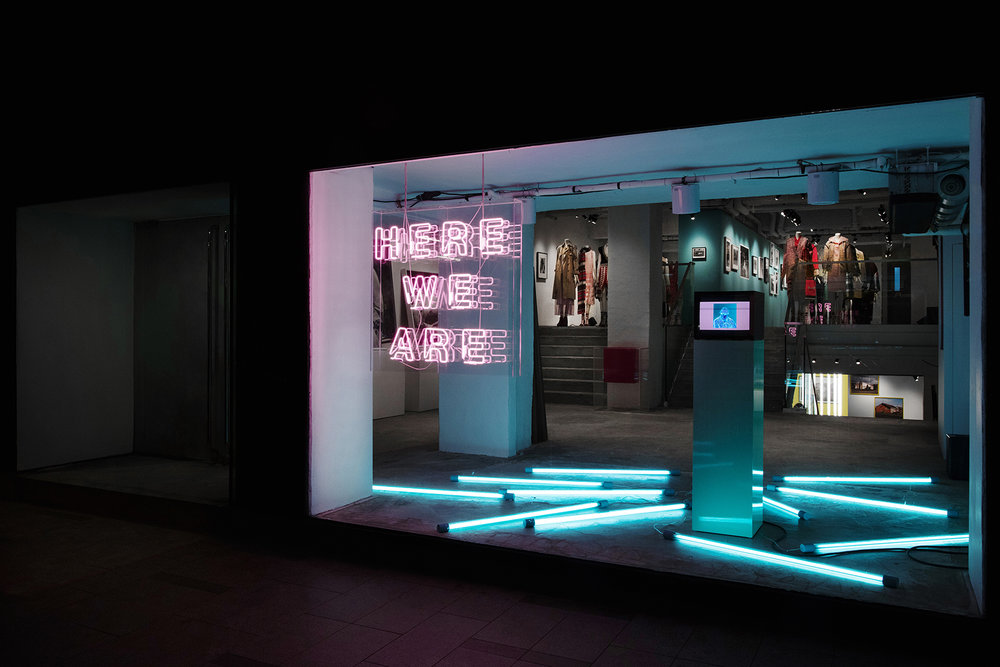 Burberrys-Here-We-Are-photography-exhibition-in-Hong-Kong_001.jpg