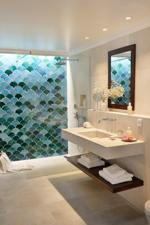 Deluxe room bathroom #4.jpg