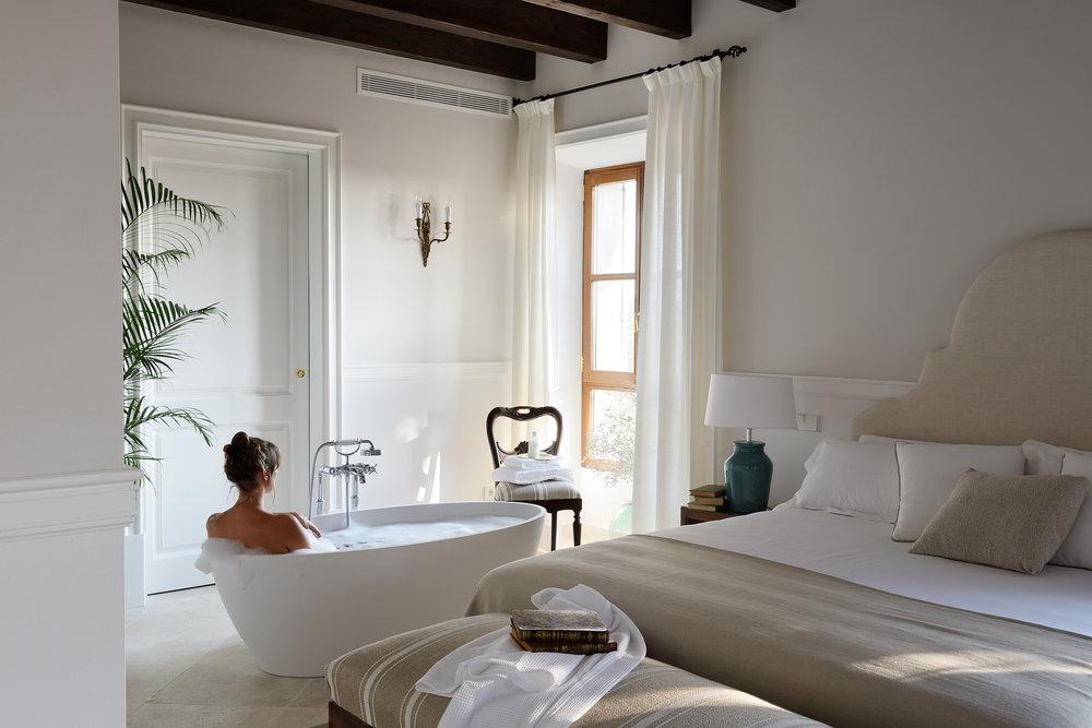 Luxury Romance bathtub #5.jpg