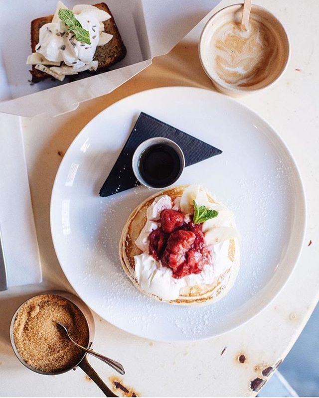 🍦🥞☕️ we like creme fraiche🍴😉📸 @anelgr @plateselector #brunch #togo or stay a while⭐️
