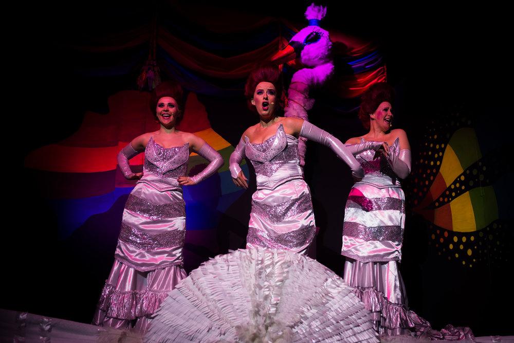 Priscilla Queen of the Desert women singing