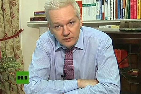 0927-wikileaks-Assange-day-100-ecuador-embassy.jpg