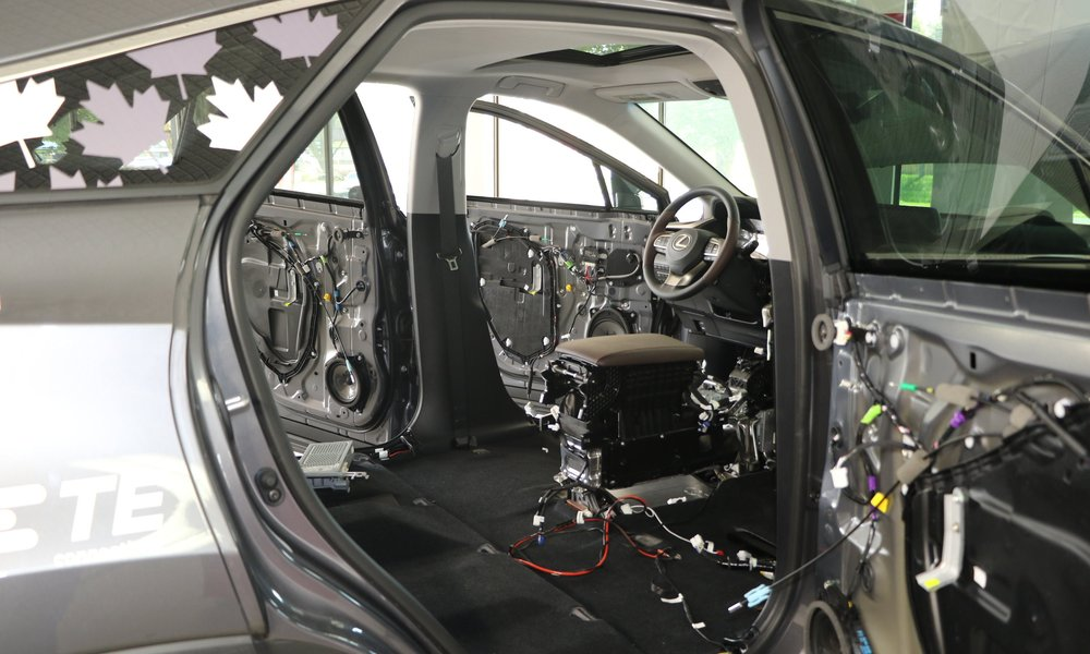 Lexus Interior Disassembly 02