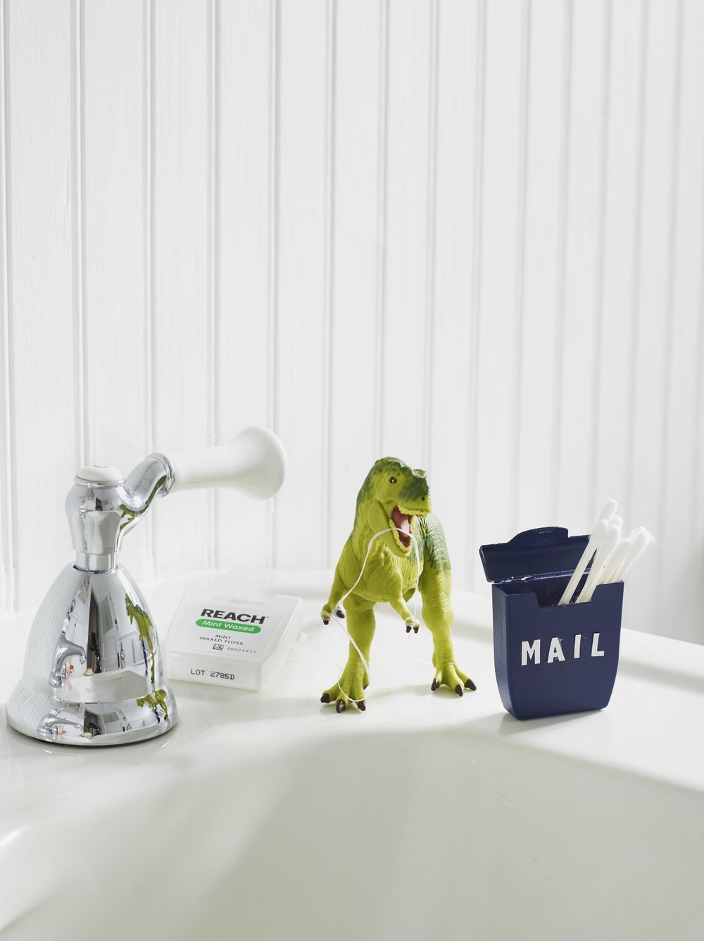 Care to Recycle - Johsnson & Johnson Brand + DIY Community  DIY: Reach Dental Floss Storage Box