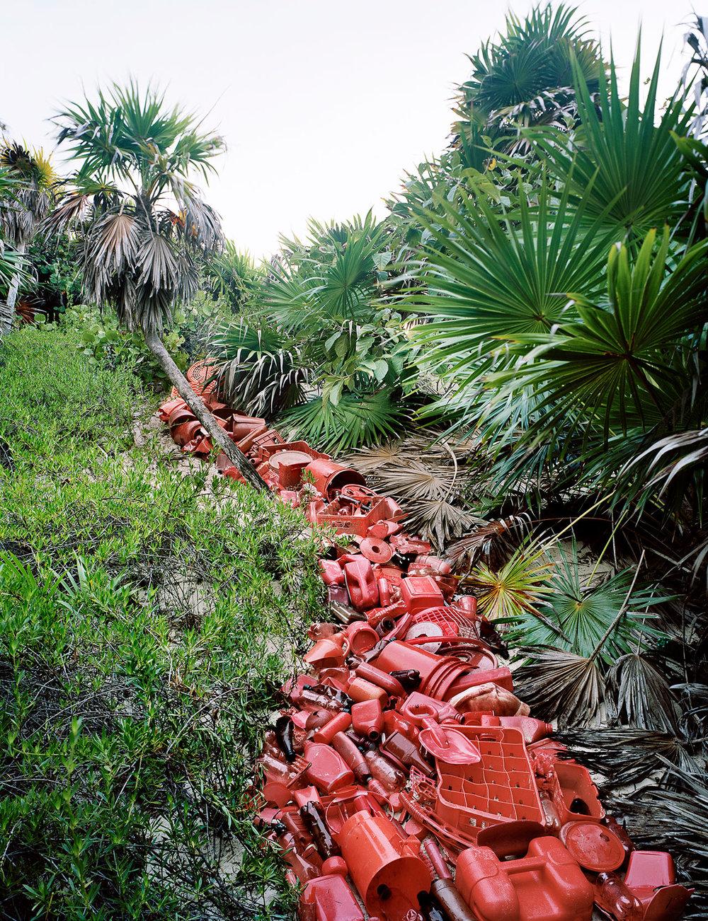 s3_photoviz_gestalten_alejandro_duran_washed_up_transforming_a_trashed_landscape_yatzer.jpg