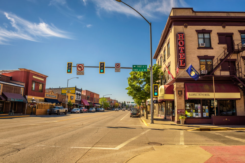 Street-view-with-stores-and-hotels-in-Kalispell,-Montana-841680758_4895x3268.jpeg