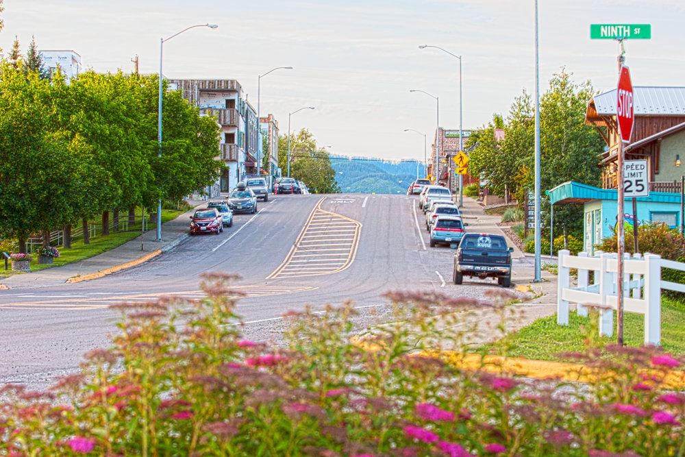 Columbia Falls - Columbia Falls embodies the small town charm of Montana and is of the edge of wilderness. With the beautiful Flathead River running around the town sparks tourism not only for it's natural beauty but for Meadow Lake Golf Course.