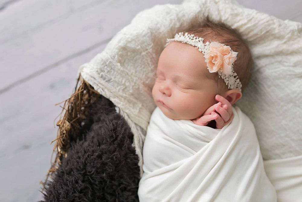 L Barnett Photography_newborn photography_Las Vegas_h.jpg