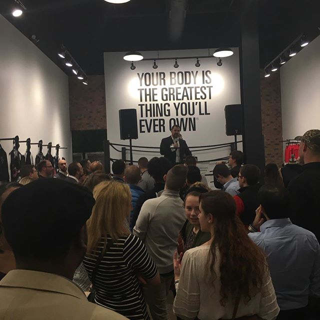 👀👀👀 Another awesome event hosted by @hpeactivewear and put on by @cypclub.  Great connecting with friends, enjoying some spectacular food and drink as well as learning about @hpeactivewear science based clothing to help cooling and recovery! . . . . . . . . . . . . #optimizecbus #datadrivenchiro #onlyincbus #performance #health #wellness #cbus #columbusohio #columbus #ohio #socolumbus #lifeincbus #asseenincolumbus #614 #navigatecolumbus #columbuscrew #cypclup #cyp #chiropractor #columbuschiropractor #prevention #science #datamatters #cbusbloggers#columbusbloggers #igerscolumbus #columbusalive #hpeactivewear