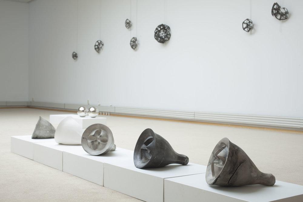 Tittel: Natural Grids, Skulpturelle objekt   Teknikk: Bearbeidet porselen  Format: 30 cm x 35 cm x 5