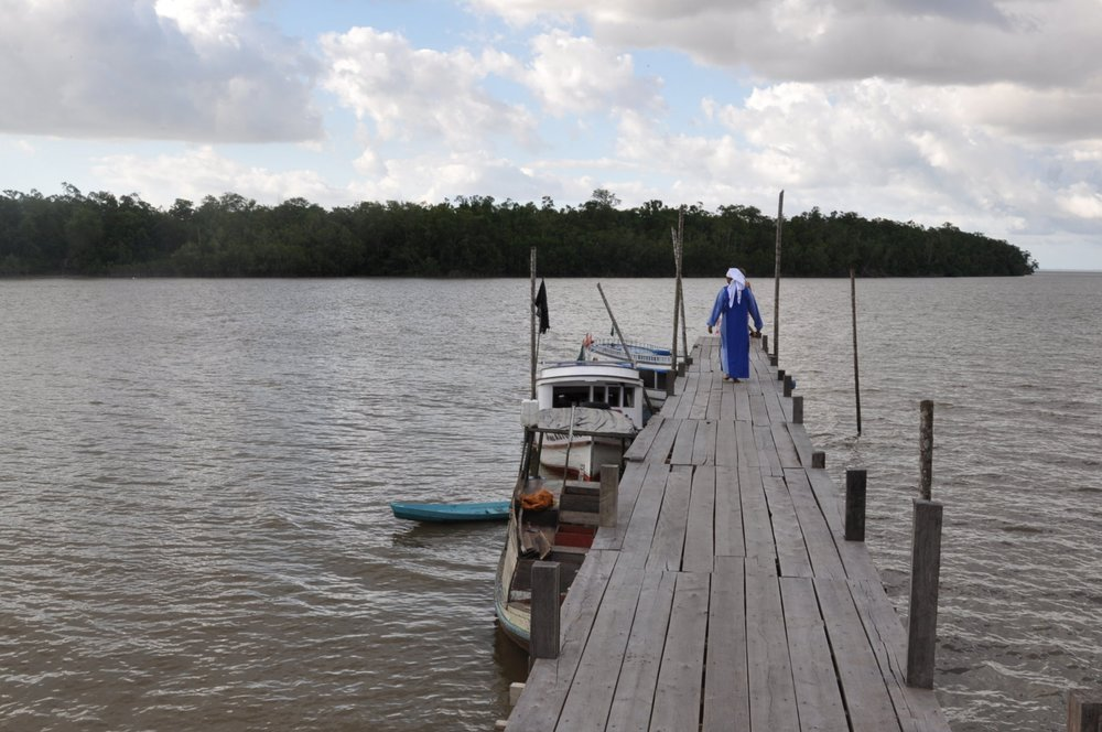 ILHAS - No estado do Pará, ao redor da cidade de Belém, existe uma grande quantidade de Ilhas que precisam de evangelização. Em comunhão com a Arquidiocese de Belém, a Comunidade se une com a pastoral das Ilhas, outras Comunidades Novas em um trabalho de levar a Palavra de Deus, de formação humana e litúrgica.