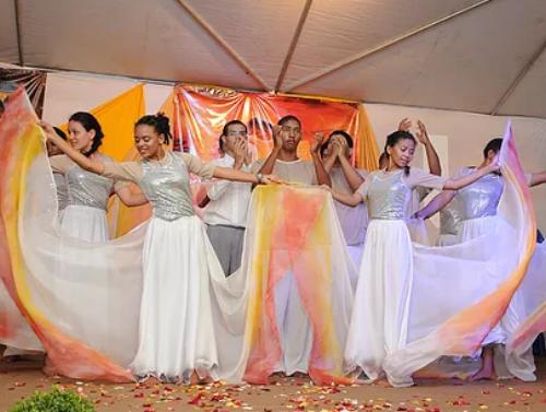 CONSOL'ARTE - É um ministério de evangelização de jovens, para jovens, que após serem consolados por Deus se empenham em consolar os que mais precisam, levando a Palavra de Deus pela ARTE (música, teatro e dança).