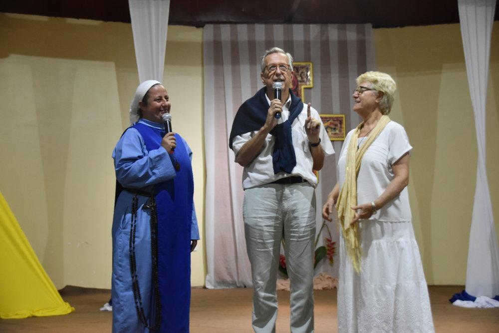 Irmã Maria Sarah (formadora geral), Diac. Georges e Marie-Josette Bonneval (casal fundador SdV)