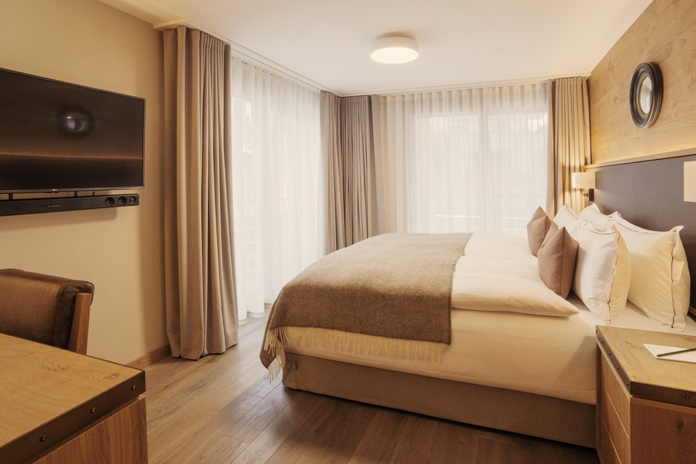 SINGLE OCCUPANCY   Your own private suite with Super King sized bed.