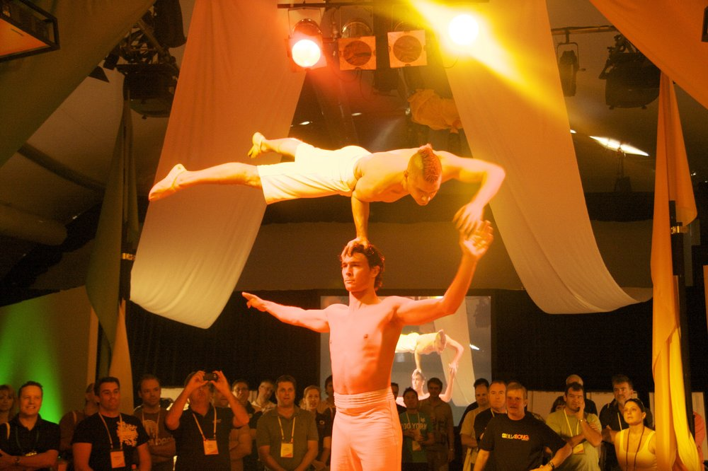 Acrobats-Head balance.jpg