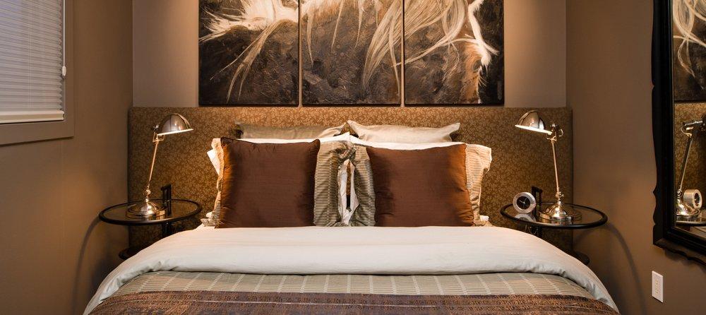 2212 27 St. S.W.-Guest Bedroom.jpg