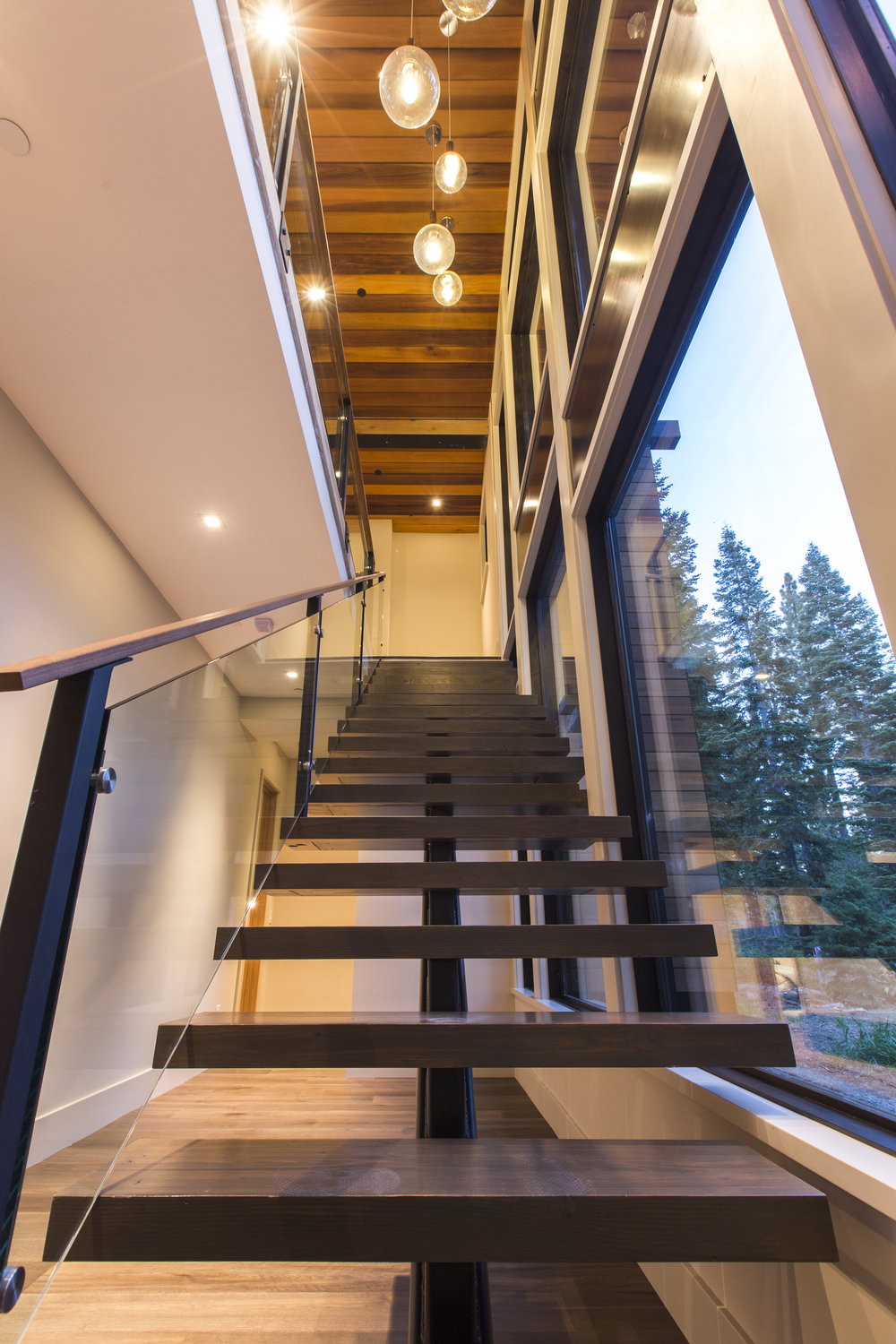 Lot274_MartisCamp_VineyardCustomHomes_StairLights_1.jpg