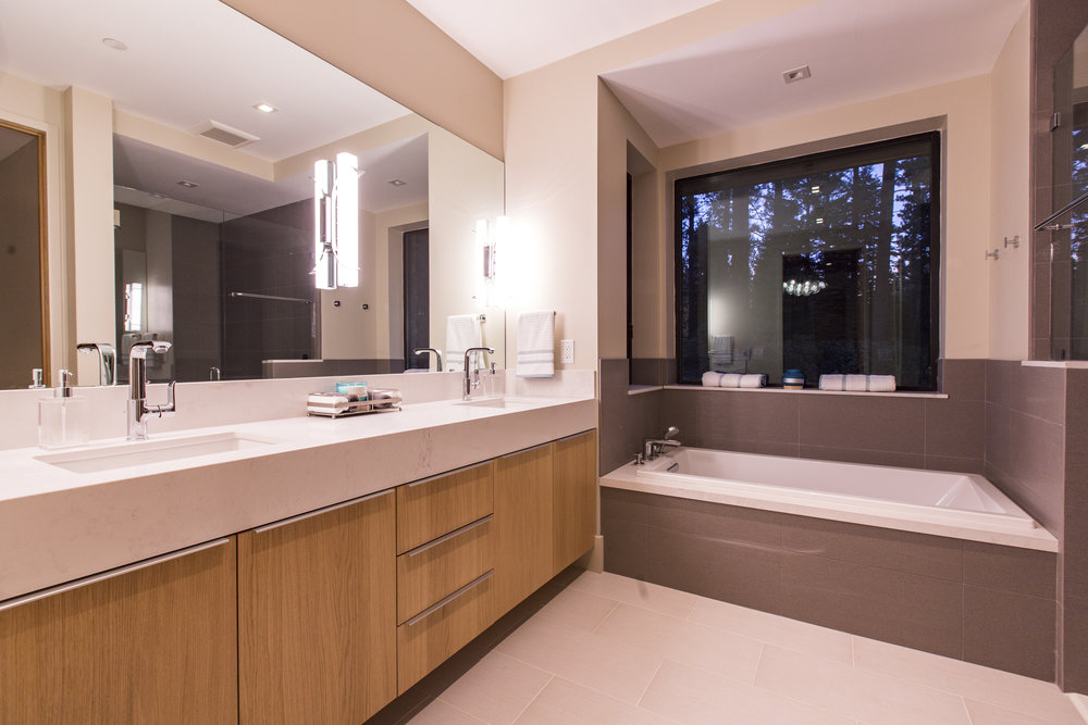 Lot274_MartisCamp_VineyardCustomHomes_MasterBath.jpg