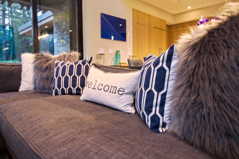 Lot274_MartisCamp_VineyardCustomHomes_Pillows.jpg