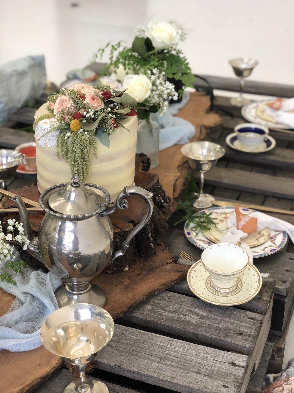 ramble and rove - wedding blogger - styled shoot - Natalia J photogrpahy - wedding styled shoot - pallet table - cedar runner
