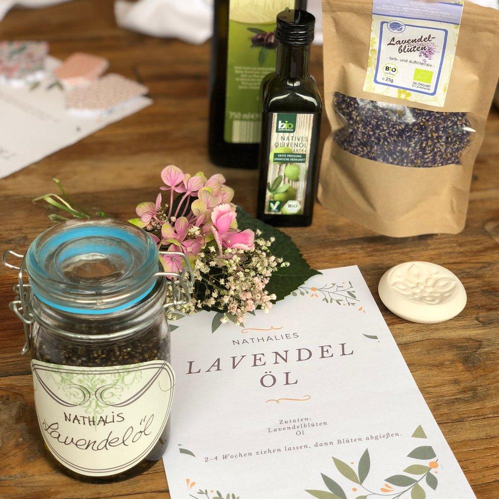 selbsthergestelltes Lavendelöl zur Entspannung unter der Geburt