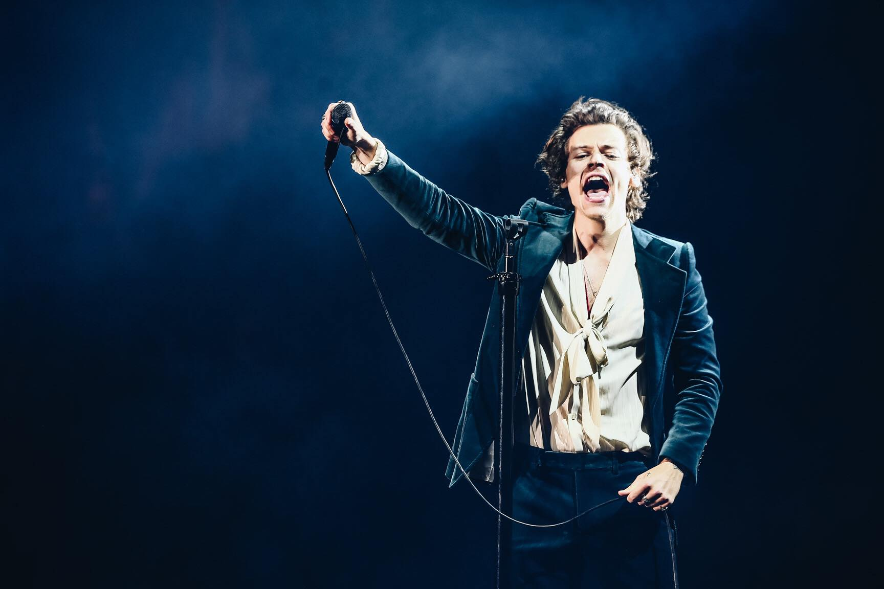 Harry Styles Live on Tour The Forum, Night 1 \u2014 Dressing