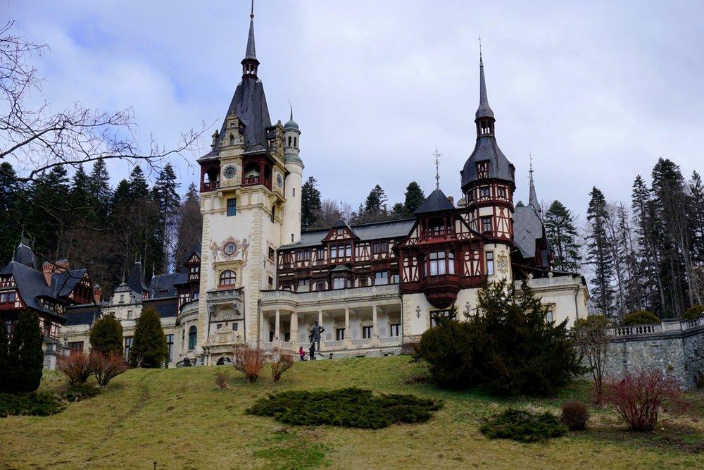 Εξερευνώντας το κάστρο Πέλες