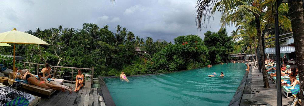 Πανοραμική θέα της πισίνας