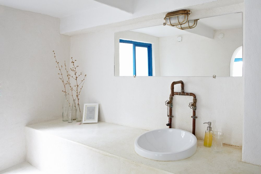 Rhea all-white bathroom