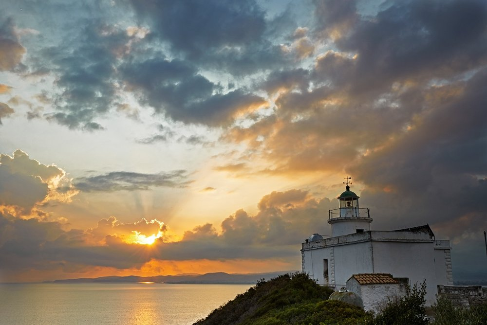 SIYlighthouseSunrise-closeup.jpg