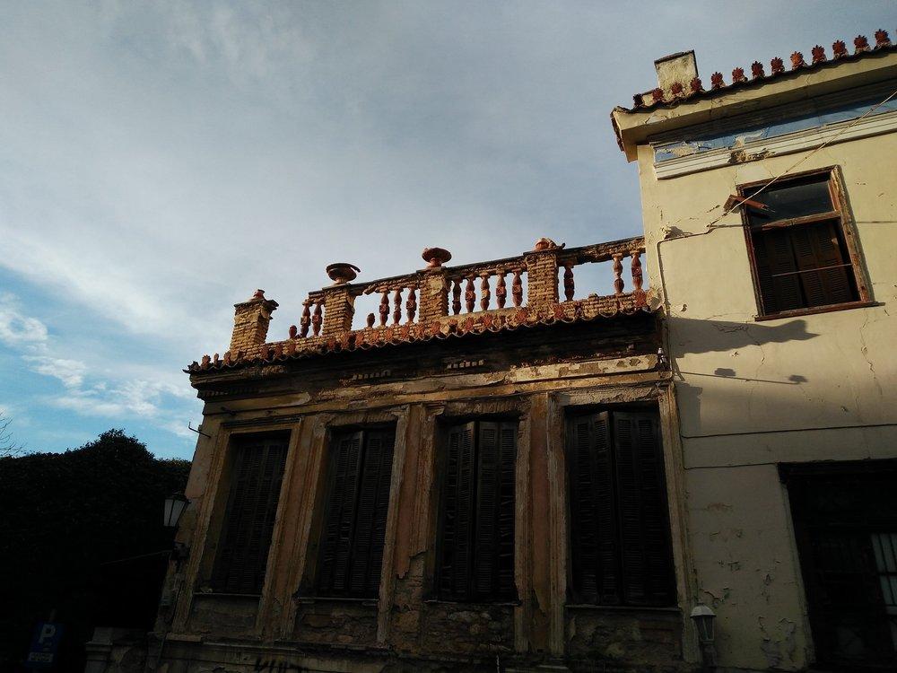 Παλιά γραφικά κτίρια στην Πλάκα. Πηγή: Truevoyagers