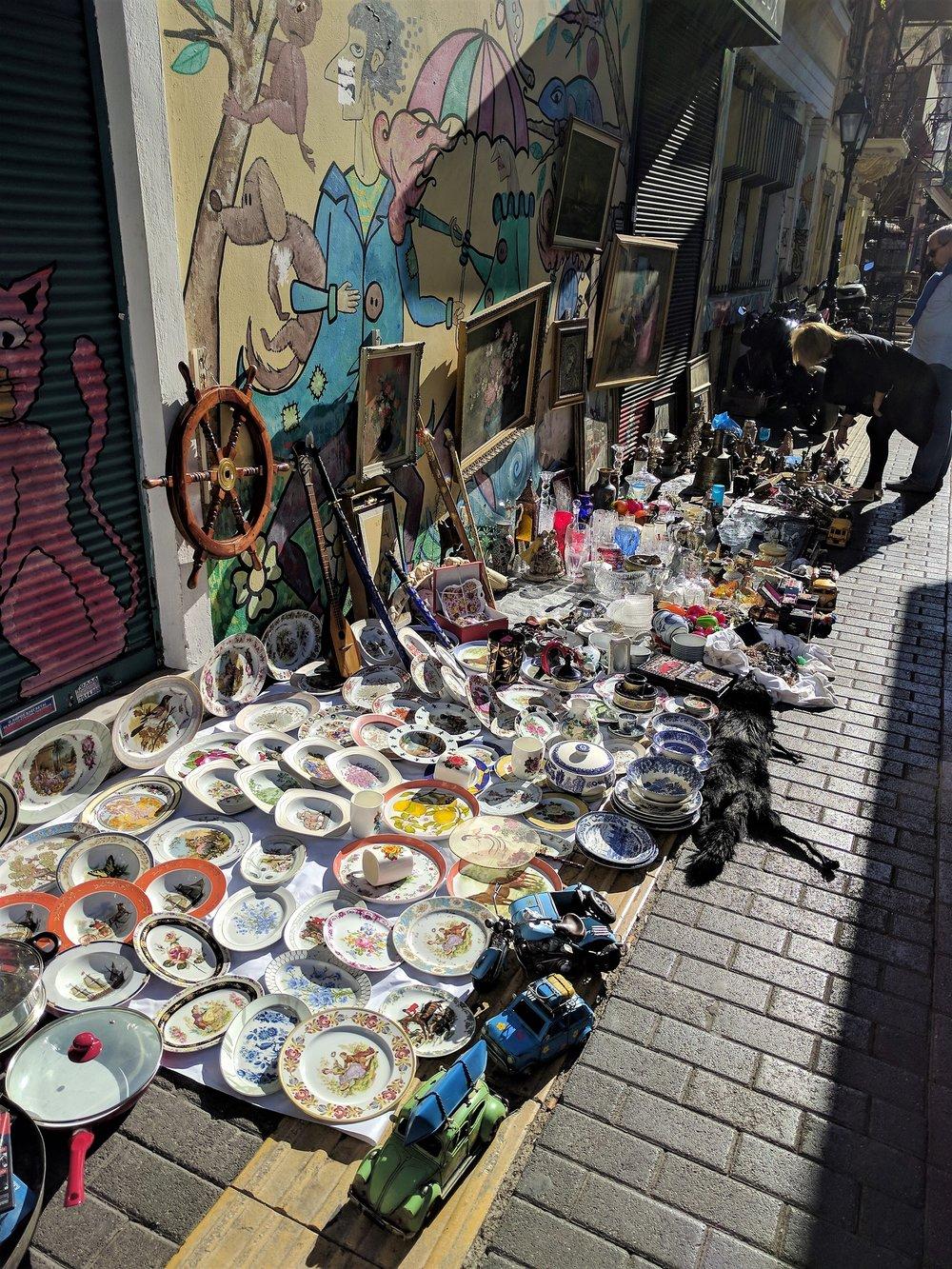 Ιδανικη βολτα στην αγορα του Μοναστηρακιου μια ηλιολουστη μερα