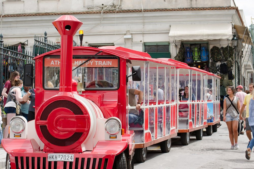 Athens Happy Train crossing Plaka and Monastiraki. Source: grekomania