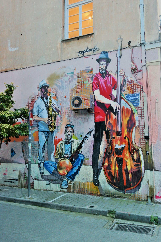 Jazz playing-themed graffiti.