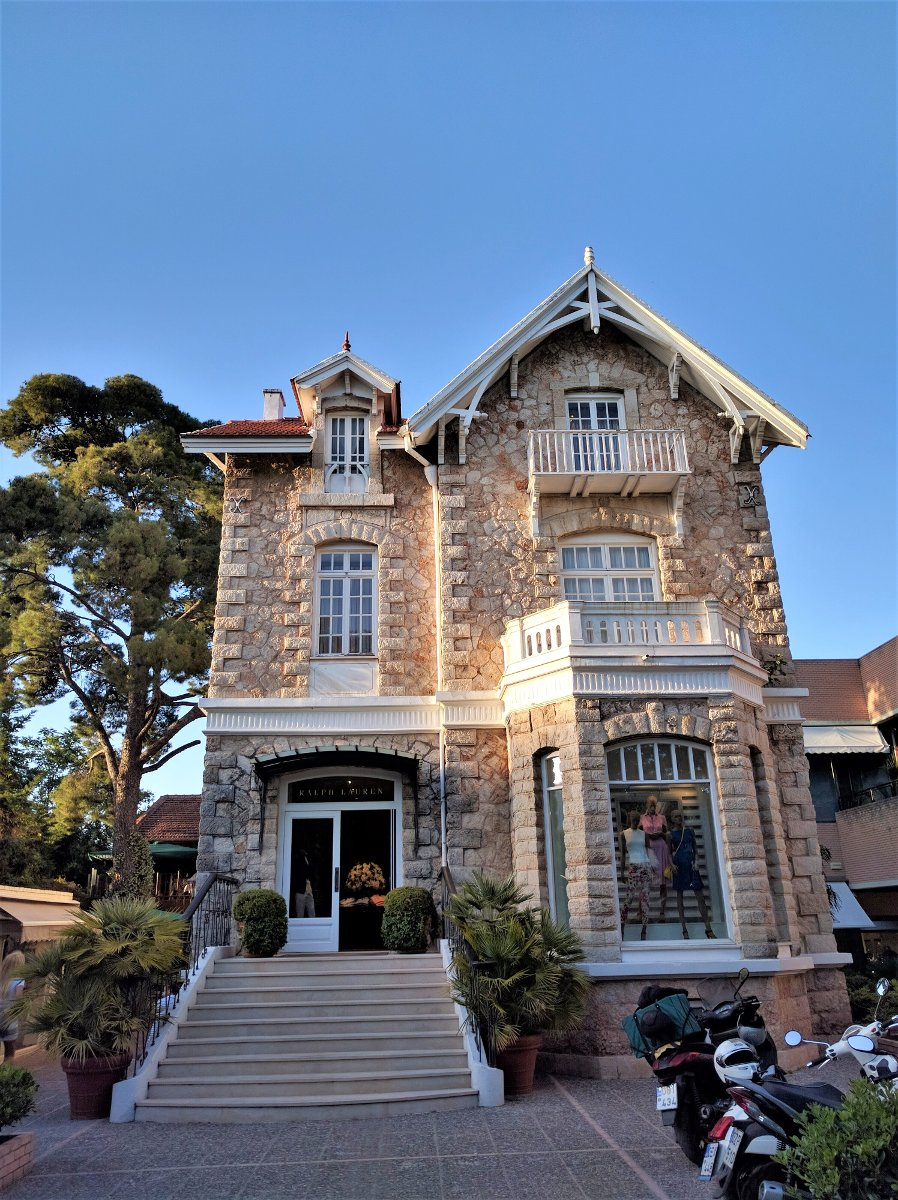 A chateau can easily be transformed in a luxurious shop at the suburb of Kifissia.