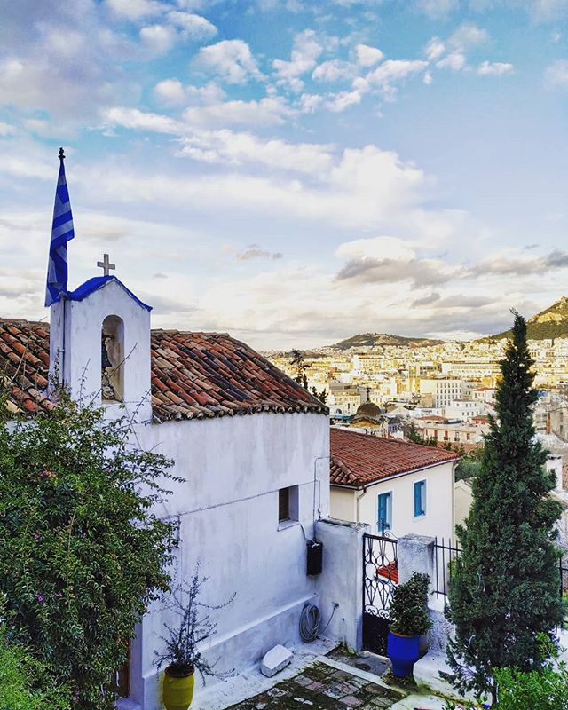 #Athens through our eyes during our 'Athens #Instagram photo tour' 😍 🔹 🔸 🔹 🔸 #athenstours #myathens #visitgreece #ig_greece #ig_europe #thisisathens #trueathens #anafiotika #quaint #wanderlust #greecebygreeks #photooftheday #greekvoyagers #passionpassport #timeoutsociety #mytravelgram #cntraveler #phototour #airbnbexperiences #wu_europe #viewfromabove #plakaathens #truevoyagers #great_athens