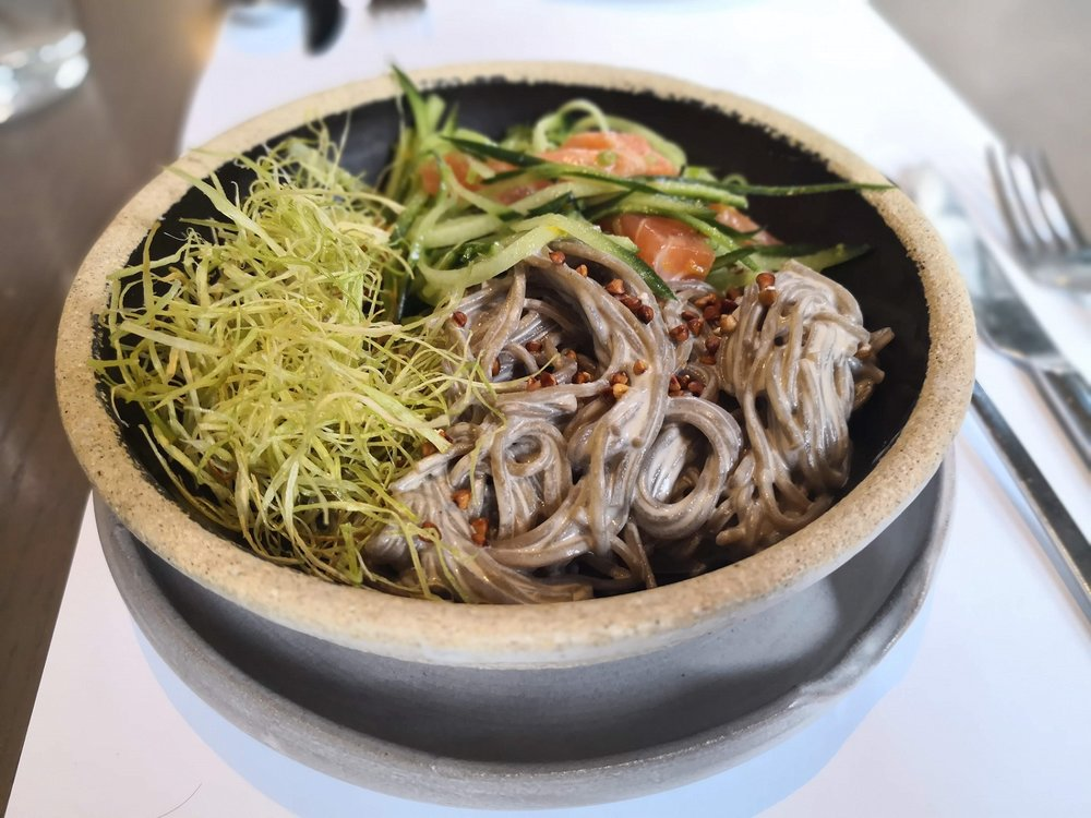 Taste some delicious noodles with salmon in  Nolan , the famous Greek-Japanese fusion restaurant.