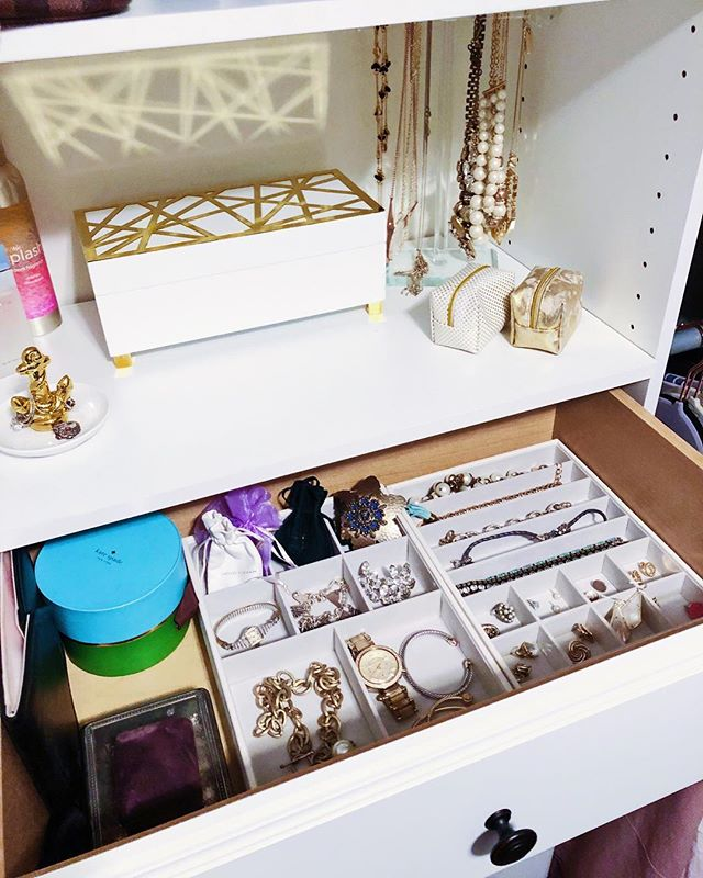 For the first time in my life, I have all of my jewelry organized! Everything feels safe in its place and I think I'm much less likely to lose any pieces now 💕 Anyone have more tips of jewelry organization?! • • • • • • #DIY #darlingweekend #hometalk #homeinspo #cwchome #ltkhome #interiordesign #homes #hgtv #homesweethome  #homeinspo #hudsonvalley #nyc #rva #diy #house #housebeautiful #blogger #interiordesign #darlingmovement #seekthesimplicity #thehappynow #styleblogger #lifestyleblogger #vscocam #wanderlust #livefolk #liveauthentic #currenthomeview #relax #fall #homedecor #weekendvibes