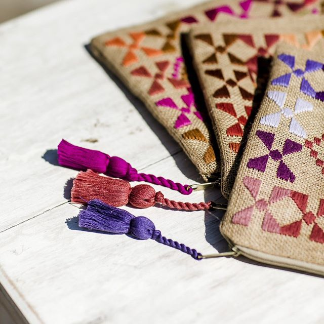 "🌸 ""When you carry one of our pouches, you carry a piece of our Mayan heritage, cultures, and beliefs"" 🌞 as said by our talented partners @teixcheltejidos in #guatemala 🌺 . . 📸 @karenvierbuchen"