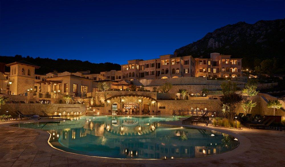 Contemporary luxury retreat