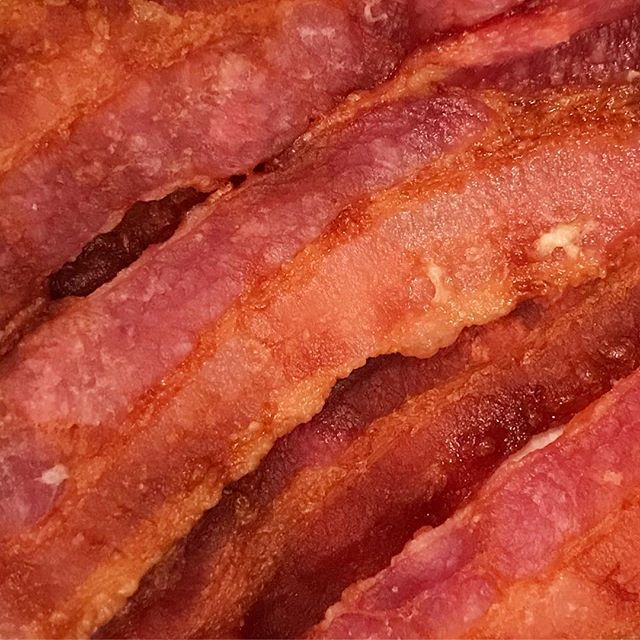 Precooked bacon. 🥓 You know...the stuff that is usually sold in the cold case or the bacon bits sold on the shelf? They all say fully cooked and refrigerate after opening. But how can this be?? Two answers. 1) The bacon is DRIED—through precooking, much of the water is removed limiting the chance of bacterial growth. 2) PRESERVATIVES—added to prevent bacterial growth and to lower the chance of fat oxidation (aka off-flavors). So, key takeaway...always check the label to confirm if refrigeration is needed after opening. Better safe than sorry 😝