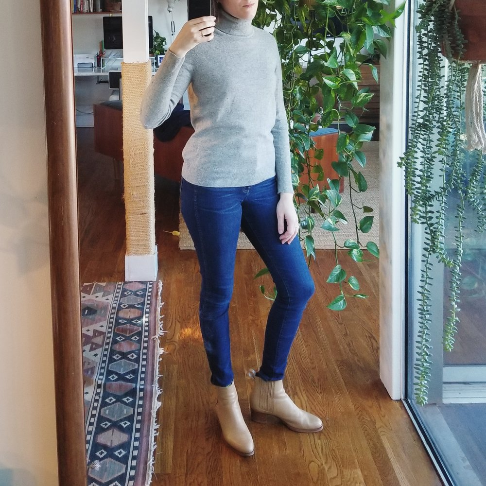 Monday - January 15, 2018Today I am off from work. I spend the day running errands and relaxing at home. This outfit feels a little boring — skinny jeans and a turtleneck — but it's supremely comfortable and most of all, warm. I think too much emphasis is put on always being unique. What's wrong with easy?