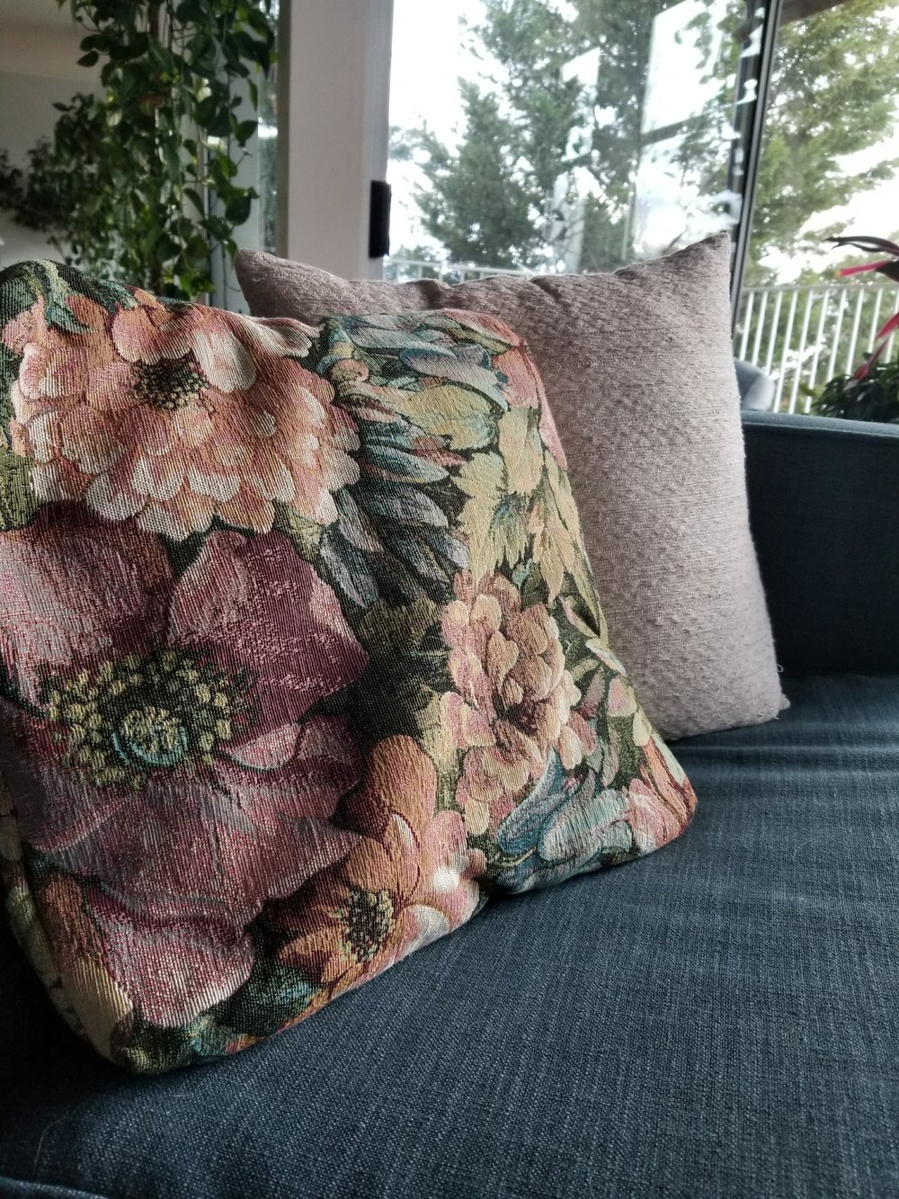 The floral pillow inspiration