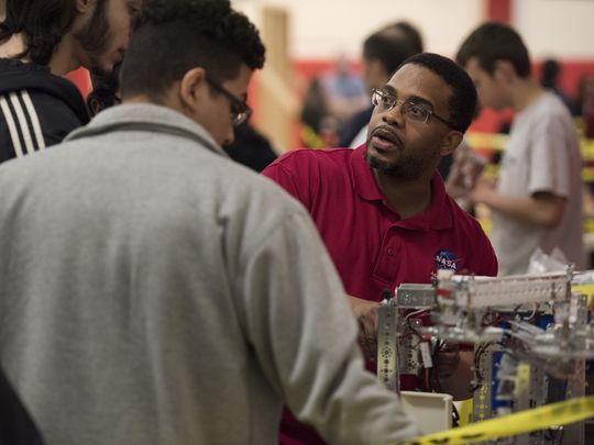 Sheard talks with teammates during a college robotics competition.  Photo: Michael Karas/Northjersey.com