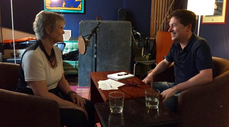 Grabando la conversación con Diana Wang, sentados al revés