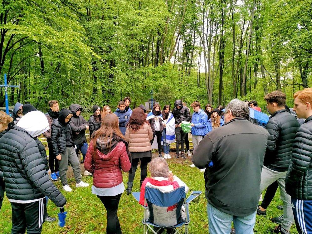 Zbylitowska Góra, fosas de 800 niños