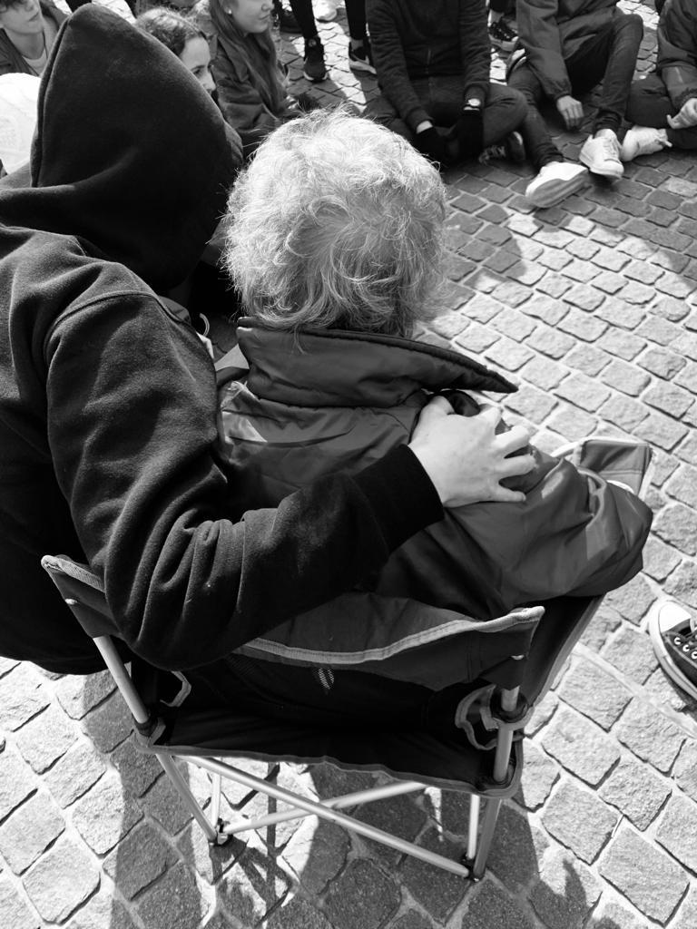 siempre una silla para mí, cuidada, mimada… estos chicos son soles